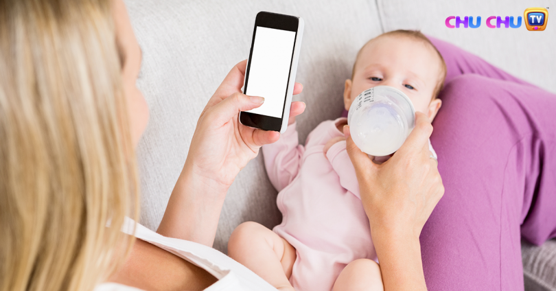 using phone while breastfeeding